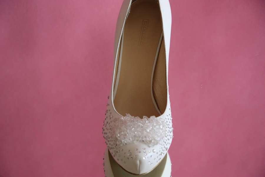 Туфли свадебные белые кожаные стразы серебренные высокий каблук скрытая платформа стильные фото сайт